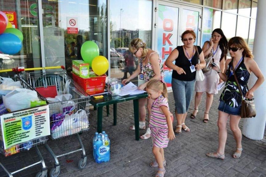 Мариупольцы передали детям-отказничкам из Донецка коляску, 3 тысячи гривен и 4 тележки продуктов (ФОТО), фото-18