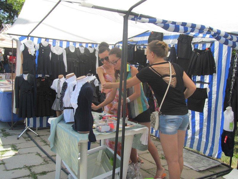 В Симферополе открылся большой школьный базар (ФОТО), фото-11