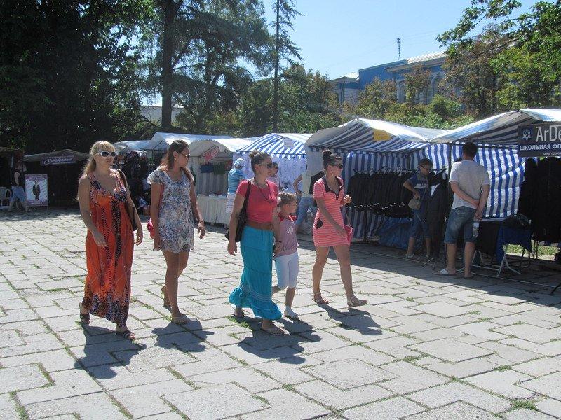 В Симферополе открылся большой школьный базар (ФОТО), фото-8
