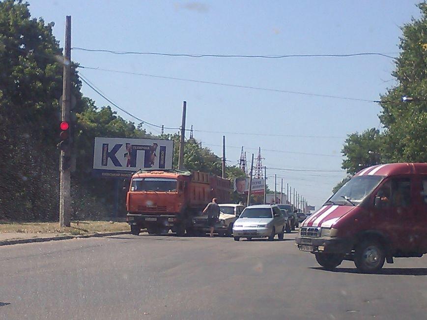 В Кировограде столкнулись грузовик и легковушка, фото-1