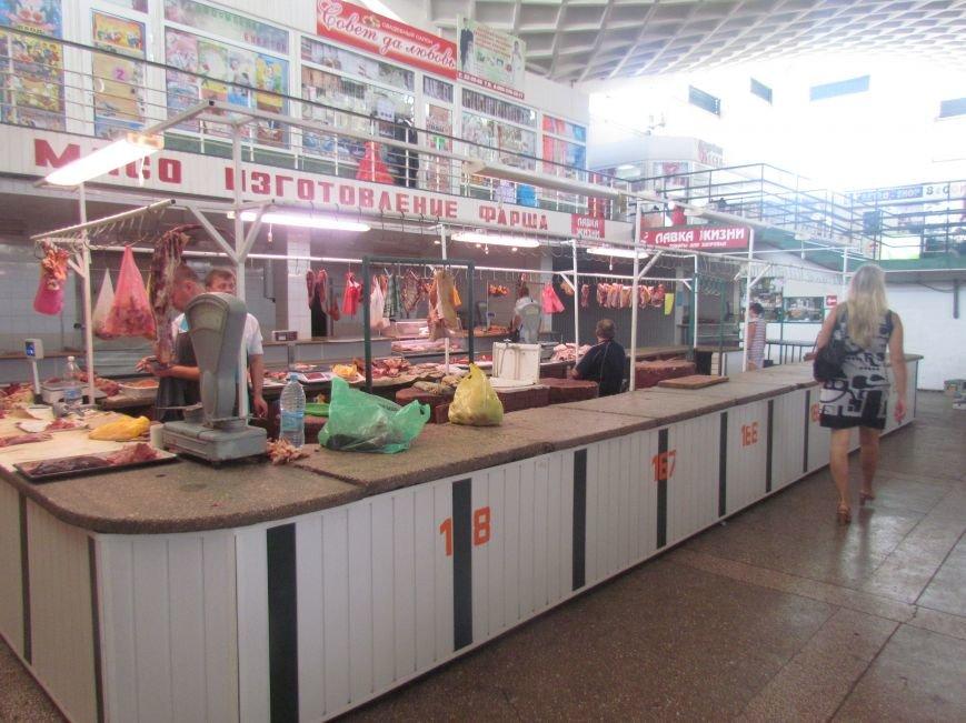 В Мариуполе горожане и временные переселенцы разбирают мясо, фото-2