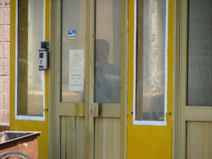 На Харьковском бронетанковом заводе отрицают факт взрыва, но уже вовсю меняют выбитые окна, фото-4