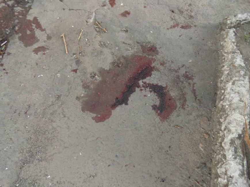 В центре Мариуполя ранили двух мужчин, один убит (ФОТО), фото-2