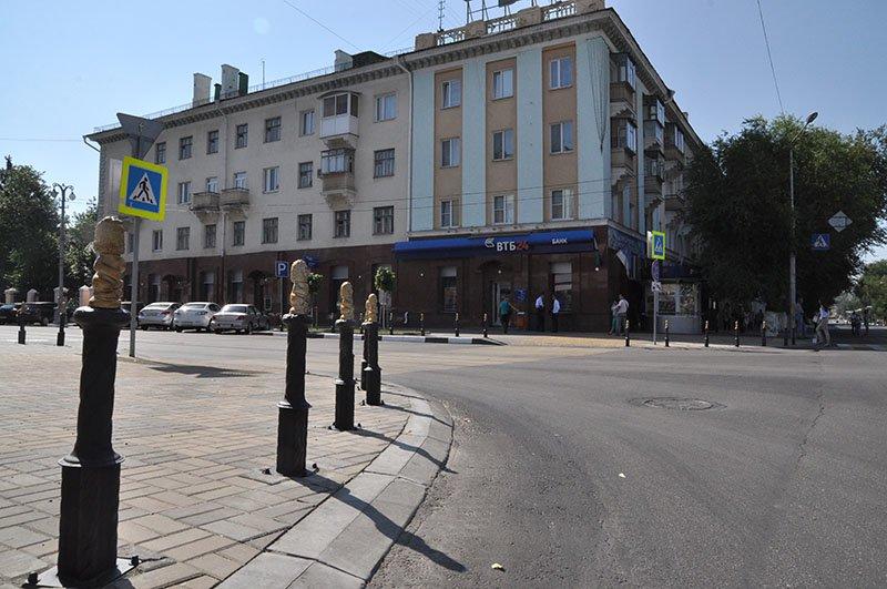 39 золотых львов расселись на белгородском перекрестке, фото-1