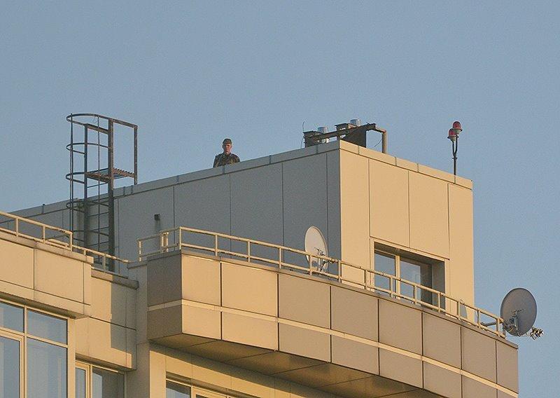 В Донецке на крыше бизнес-центра боевики установили зенитную установку (ФОТО), фото-1
