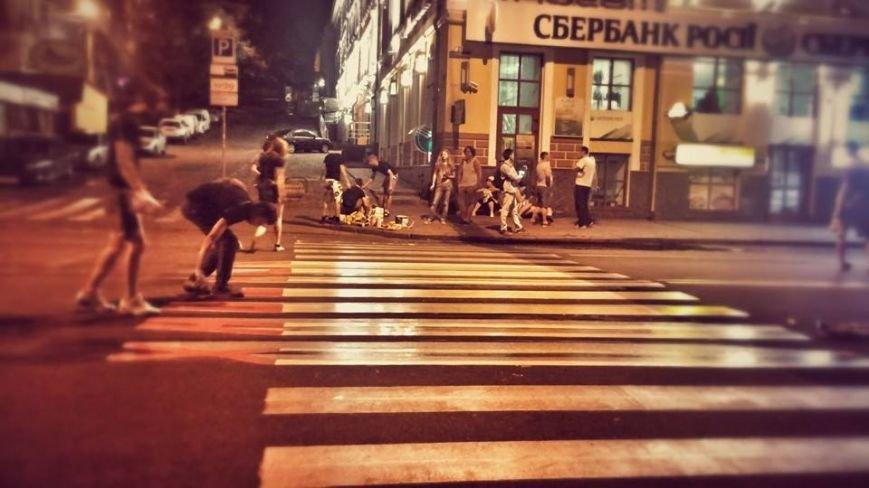 В Киеве появился пешеходный переход с 3D-надписью «ПТН-ПНХ» (ФОТО), фото-1