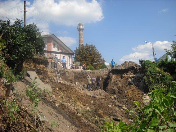 На Сумщине в центре Путивля произошел оползень (ФОТО), фото-1