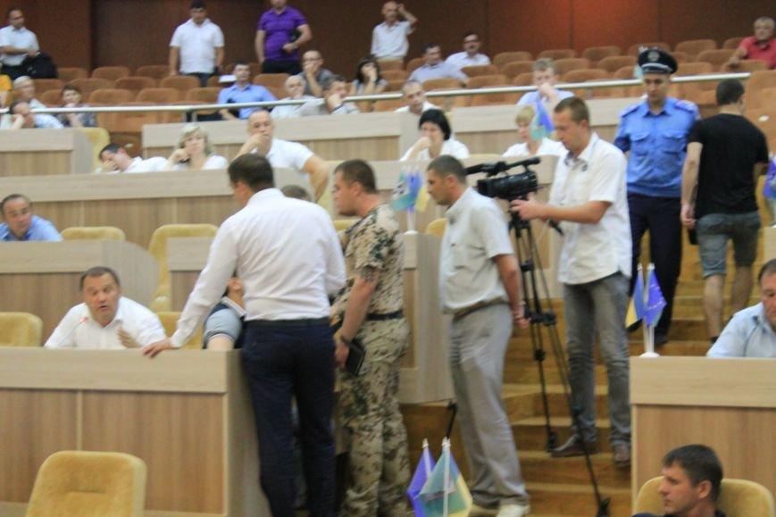 В Сумском  горсовете  регионал едва не подрался с  главой «Правого сектора» из-за войны (ФОТО+ВИДЕО), фото-1