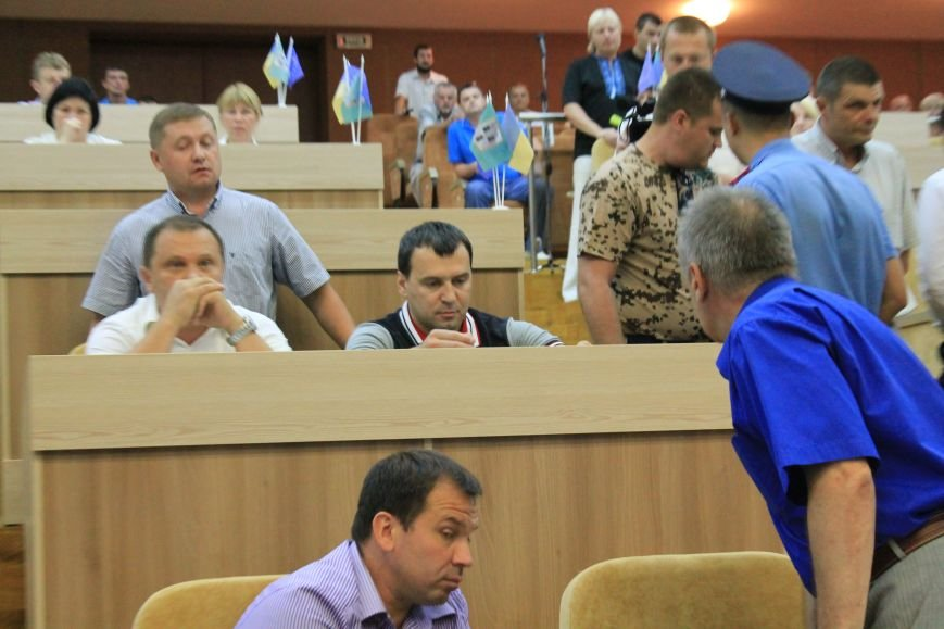 В Сумском  горсовете  регионал едва не подрался с  главой «Правого сектора» из-за войны (ФОТО+ВИДЕО), фото-2