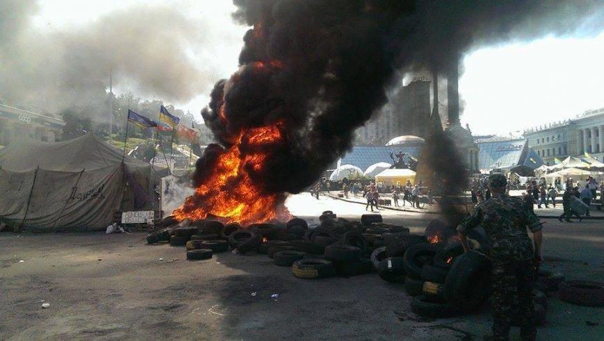 На Майдане начались столкновения милиции и протестующих, горят шины (ФОТО, ОБНОВЛЕНО), фото-1