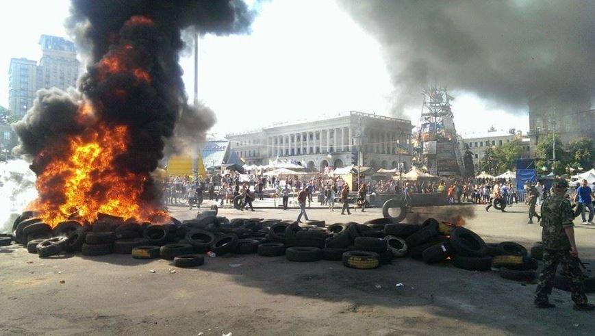 На Майдане начались столкновения милиции и протестующих, горят шины (ФОТО, ОБНОВЛЕНО), фото-4
