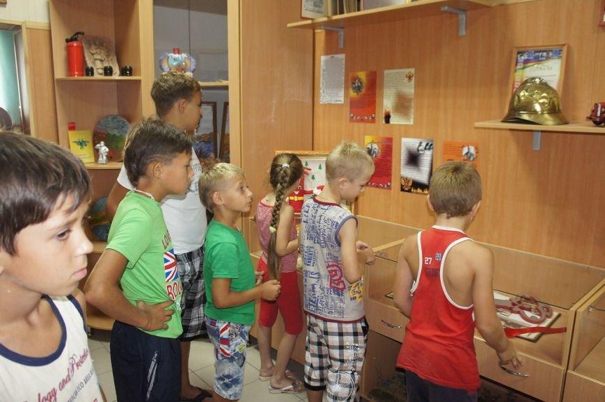 Для школьников провели экскурсию по пожарной части, фото-1