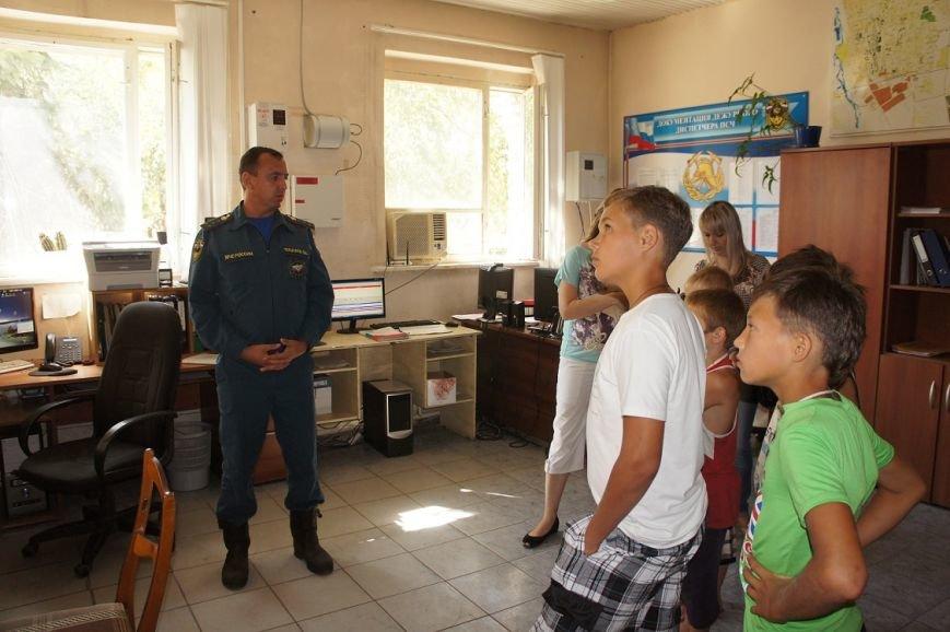 Для школьников провели экскурсию по пожарной части, фото-2