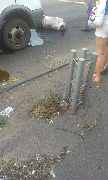 В Мариуполе маршрутка в районе остановки сбила мужчину (ФОТОФАКТ), фото-2