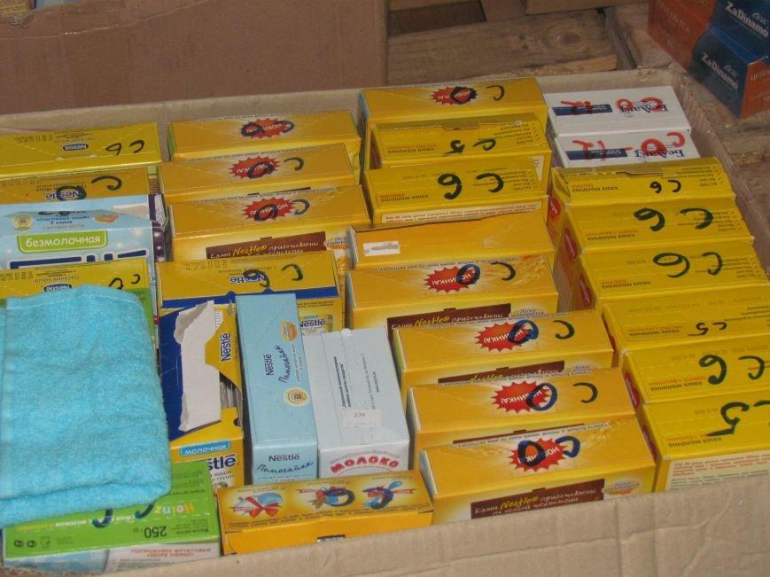 В Мариуполе сотни беженцев опустошают склады с продуктами (ФОТО), фото-12