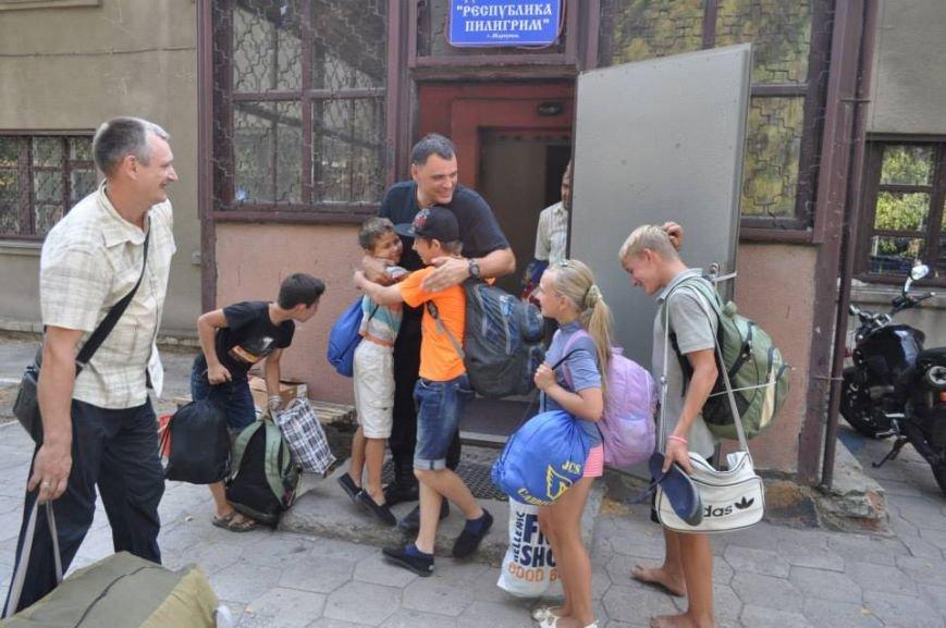 В Мариуполь вернулись дети, эвакуированные во время правления ДНР (ФОТО), фото-1