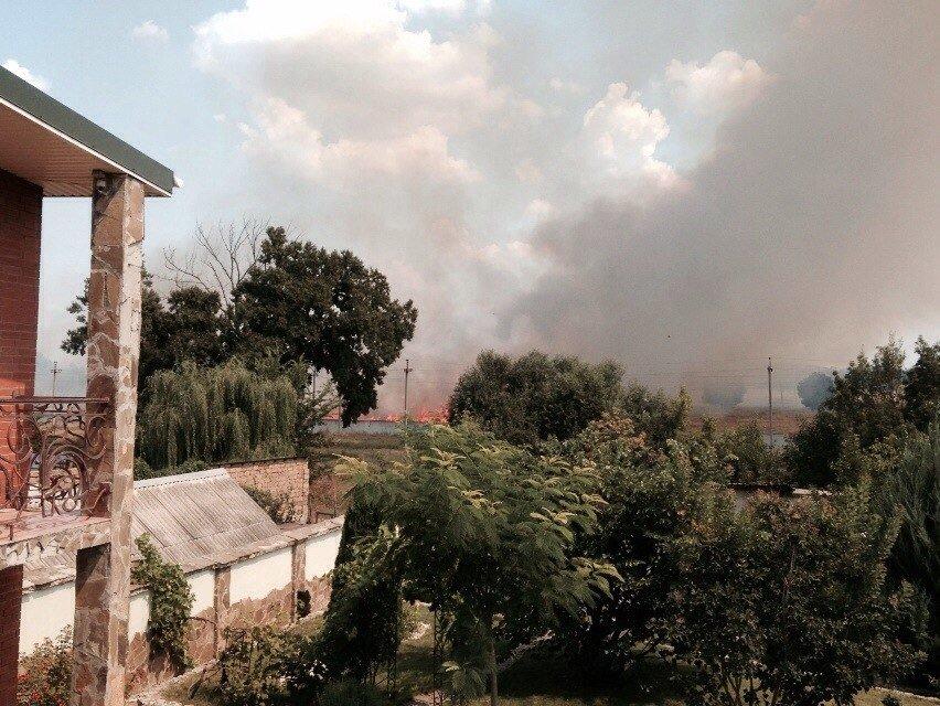 Пожар под Симферополем: полыхает сухая трава (ФОТО, обновлено), фото-1