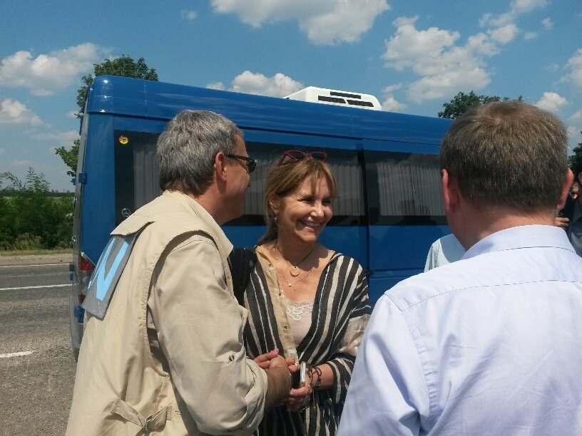 На границе Донецкой и Запорожской областей мариупольцы встретили гуманитарную помощь (Дополнено+ФОТО), фото-1