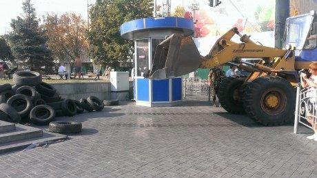 На Крещатике со стороны Европейской площади уже разобраны баррикады (ФОТО), фото-1