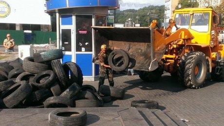 На Крещатике со стороны Европейской площади уже разобраны баррикады (ФОТО), фото-5