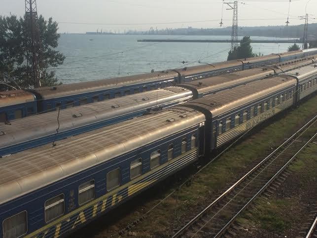В Мариуполе проводники фирменного поезда «Лугань» живут прямо в поезде (Фотофакт), фото-1