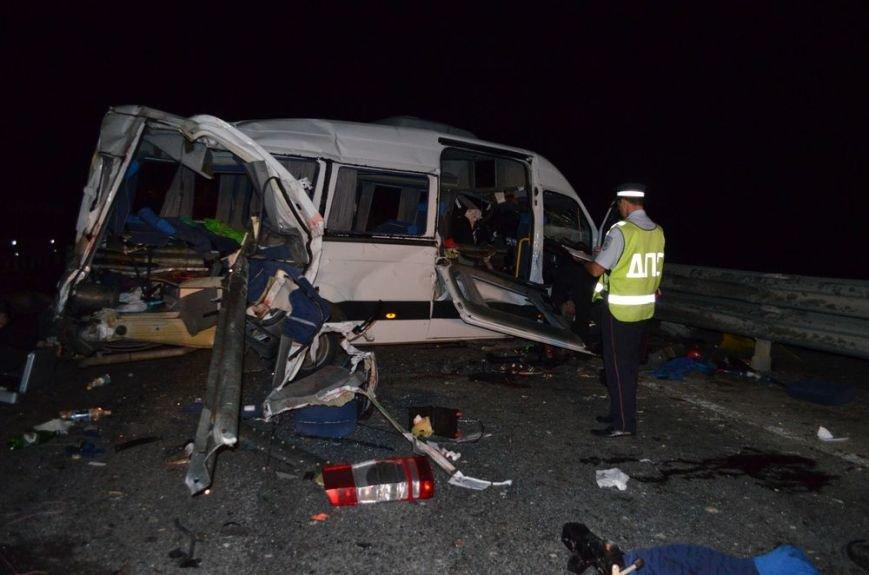 В Ульяновской области в пассажирский микроавтобус врезался «КамАЗ», фото-1