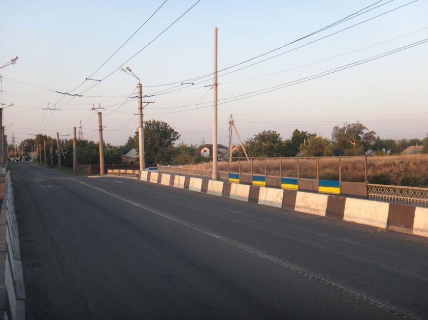 ФОТОФАКТ: в Артемовске разукрасили мосты в цвета украинского флага, фото-5
