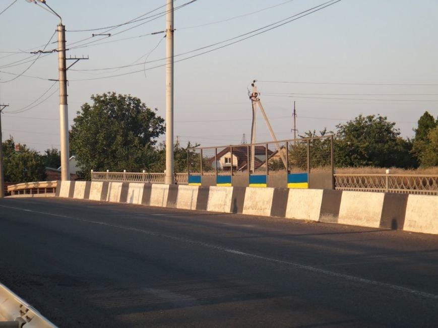 ФОТОФАКТ: в Артемовске разукрасили мосты в цвета украинского флага, фото-4