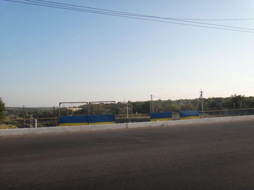 ФОТОФАКТ: в Артемовске разукрасили мосты в цвета украинского флага, фото-2
