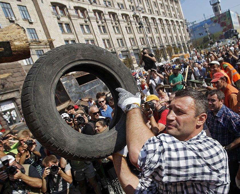Субботник на Крещатике: тысячи киевлян, Кличко и нардепы (ФОТО), фото-2
