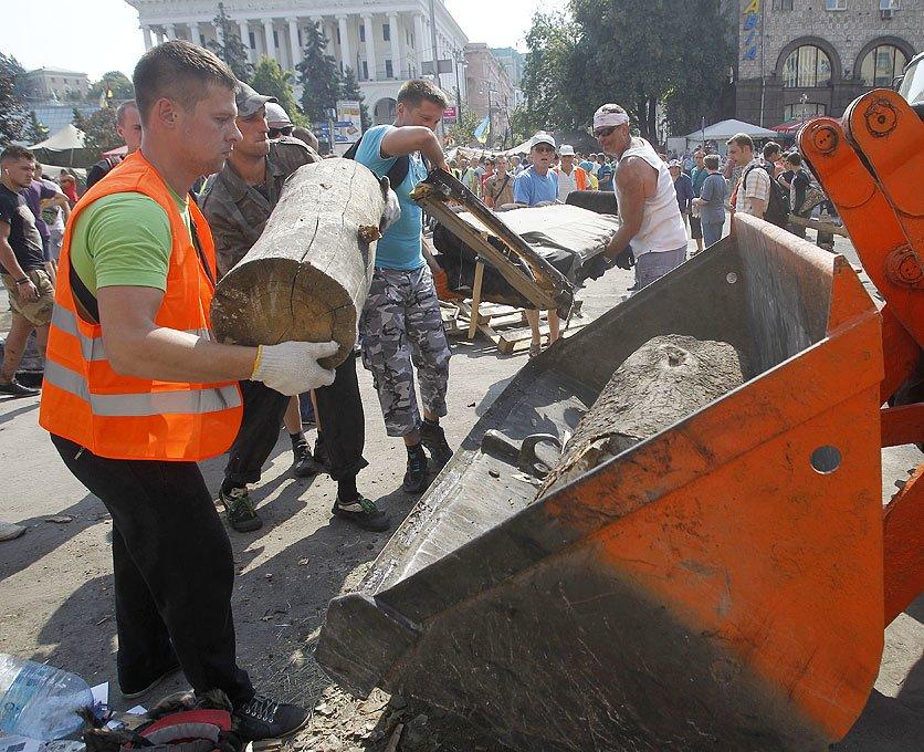 Субботник на Крещатике: тысячи киевлян, Кличко и нардепы (ФОТО), фото-8