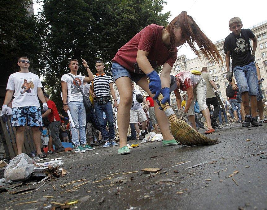 Субботник на Крещатике: тысячи киевлян, Кличко и нардепы (ФОТО), фото-5