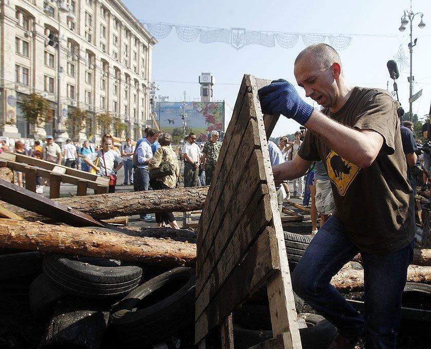 Субботник на Крещатике: тысячи киевлян, Кличко и нардепы (ФОТО), фото-12