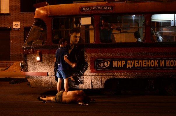 Голый харьковчанин уснул на трамвайных путях, фото-1