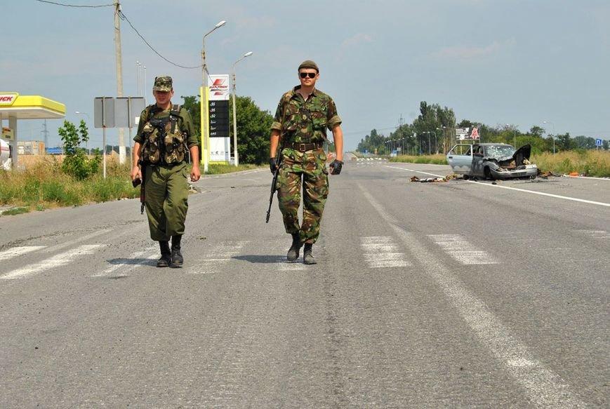 На блокпосту между Горловкой и Ясиноватой силы АТО уничтожили автомобиль с боевиками (ФОТО), фото-1