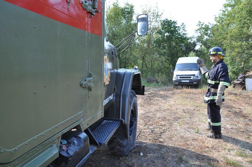 В Кировограде с обрыва чуть не упал микроавтобус, фото-1