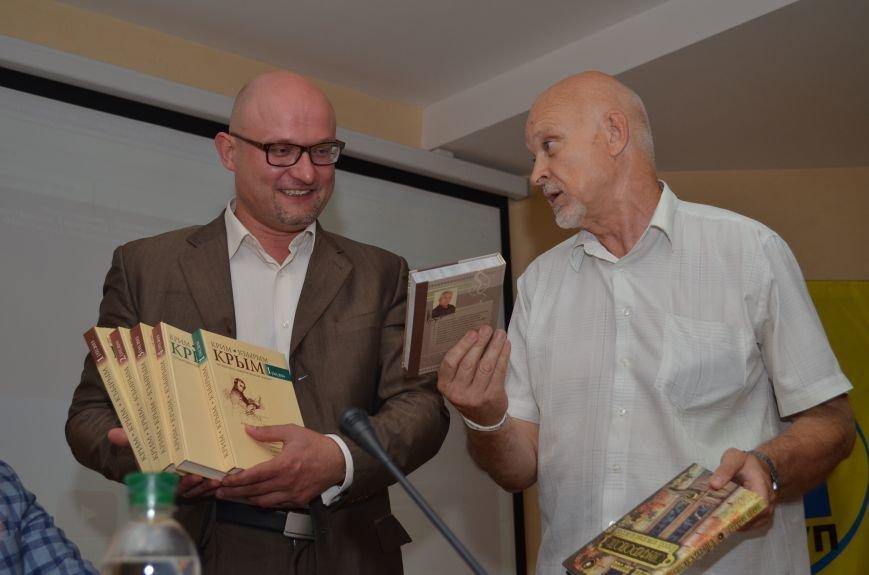 Московские журналисты подарили симферопольской библиотеке 30 книг (ФОТО), фото-3