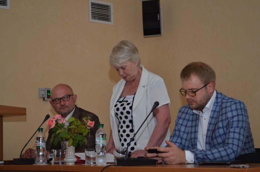Московские журналисты подарили симферопольской библиотеке 30 книг (ФОТО), фото-1