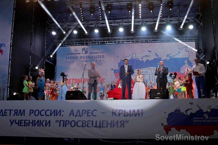 В Симферополе торжественно вручили последнюю партию учебников для крымских школ (ФОТО, ВИДЕО), фото-14