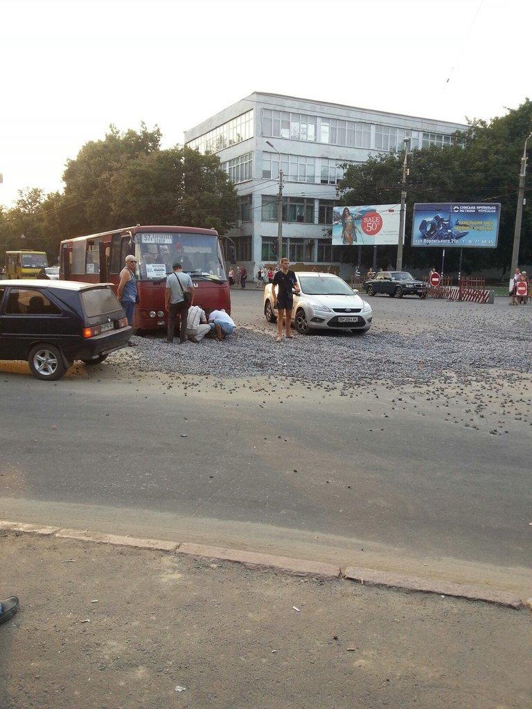 В Сумах «тепловики» оставили ловушку для машин и автобусов (ФОТО), фото-2