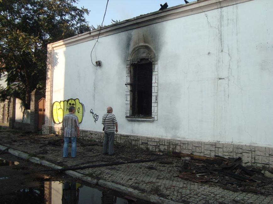 Пожар напротив театра  им. Леси Украинки в Днепродзержинске, фото-1