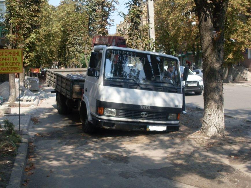 В Кировограде провалился грузовик (фото), фото-1