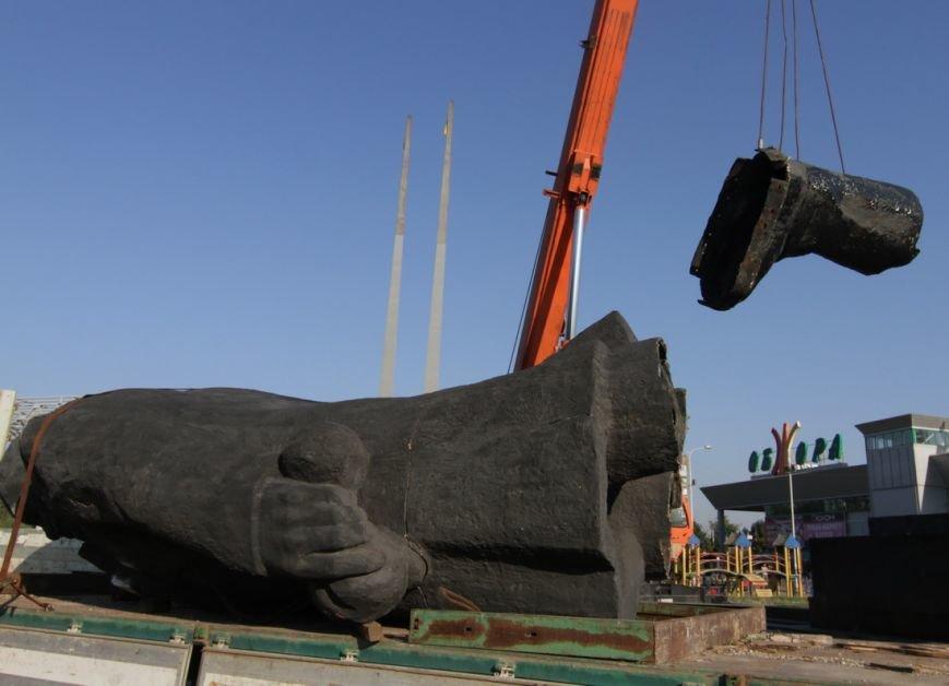 Мариуполь остался без главного Ленина (Дополнено, ФОТО, ВИДЕО) (фото) - фото 3