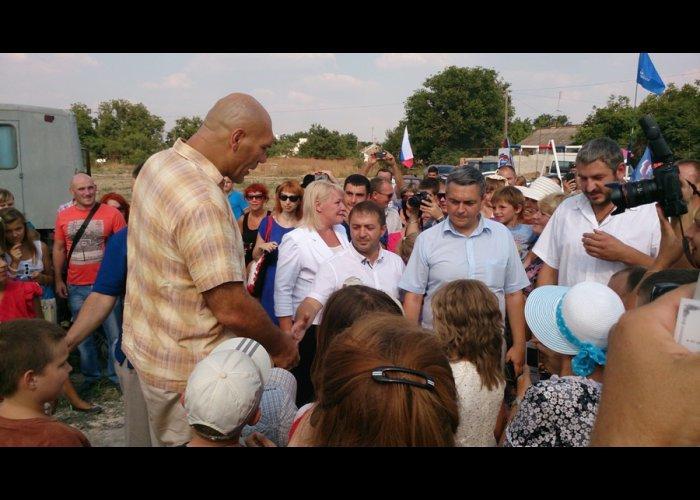 Валуев открыл в Симферополе детскую площадку (ФОТО), фото-1