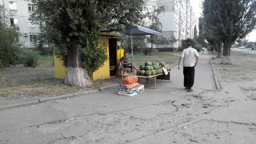 В Сумах продавцы арбузов опять начали продавать «сопутствующие товары» (ФОТО), фото-1