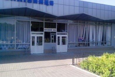 Железнодорожный вокзал в Макеевке закрыт - снарядом разрушены пути, фото-2