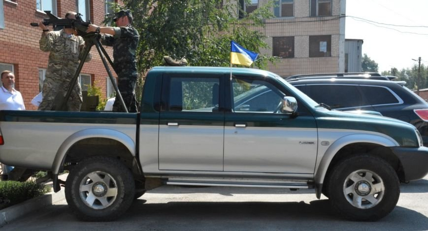 Бизнесмены Кировограда подарили военным пикап (фото), фото-1