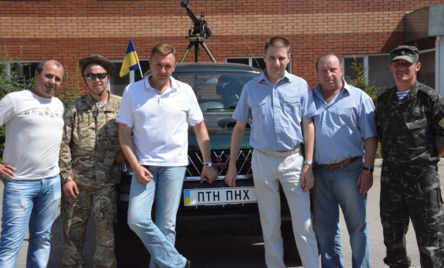 Бизнесмены Кировограда подарили военным пикап (фото), фото-5