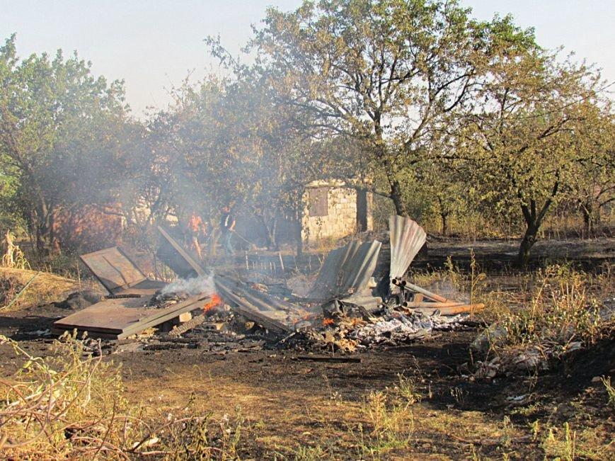 В Мариуполе неизвестные подожгли поле. Огонь уничтожил несколько дач (ФОТОРЕПОРТАЖ), фото-18