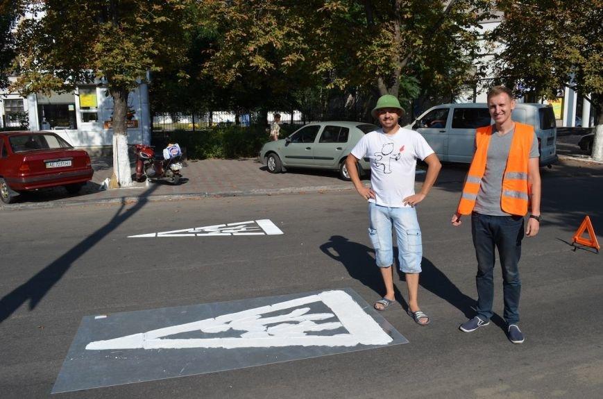 В Днепродзержинске жители города нанесли дорожную разметку напротив 4-х школ и 2-х садиков, фото-2